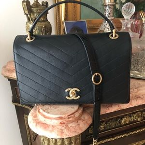 NWT 💯% Authentic Black Chevron 18P Chanel Purse
